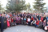 GENÇ LİDERLER - Gençlik Merkezi Öğrencilere Mont Ve Bot Yardımında Bulundu