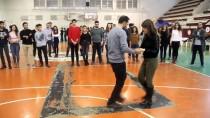 SALSA - Hafta İçi Şifa Dağıtıyor Hafta Sonu Tango Öğretiyor