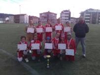 EDIP ÇAKıCı - Hisarcık Beşevler Ortaokul Yıldız Kız Futbol Takımı İl Birincisi Oldu