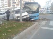 BELEDIYE OTOBÜSÜ - Kahramanmaraş'ta Trafik Kazası Açıklaması 2 Yaralı