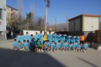 FATİH DÜLGEROĞLU - Kulp Belediyesi 495 Öğrenciye Spor Malzemesi Dağıttı