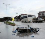 SARıLAR - Liseli 2 Çocuk Motosiklet Kurbanı Oldu