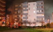 PATLAMA SESİ - Patlayan Bilgisayar Yangın Çıkarttı Açıklaması 20 Kişi Etkilendi