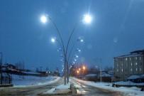 AYDINLATMA DİREĞİ - Taşlıçay'da Işıklandırma Ve Refüj Çalışmaları