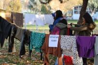 LİSE ÖĞRENCİSİ - Türkiye'nin Dört Bir Yanından Gelen Yardımları 'Askıda Elbise' İle Yardıma Muhtaçlara Ulaştırıyorlar