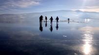 GÖKYÜZÜ - Yüzeyi Buzla Kaplanan Çıldır Gölü Muhteşem Manzara Oluşturdu