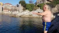 İBRAHIM ŞAHIN - 65 Yaşında Kar Kış Demeden Her Gün Denize Giriyor