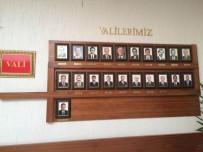MUSTAFA TOPRAK - FETÖ'den Tutuklu Hüseyin Avni Mutlu'nun Fotoğrafı, 'Valilerimiz' Panosundan Kaldırıldı