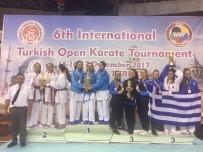 AHMET BULUT - Kağıtsporlu Karateciler İstanbul'dan 8 Madalya İle Döndü