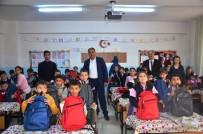 KİLİS VALİSİ - Türk Ve Suriyeli Öğrencilere Kırtasiye Seti Dağıtıldı