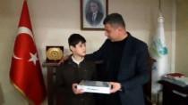 Yolda 15 Bin Lira Bulan Çocuk Parayı Sahibine Ulaştırdı