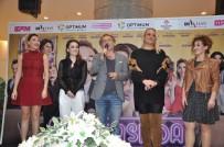 ERDAL ÖZYAĞCILAR - 'Aile Arasında' Filmi İzmir Galasını Yaptı
