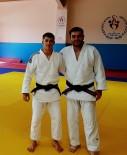 GENÇLİK VE SPOR İL MÜDÜRÜ - Diyarbakırlı Milli Sporcu Madalya Peşinde