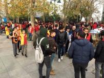 TAKSIM - Galatasaray Taraftarları Derbiye Hazırlanıyor