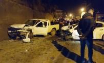 İki Araç Kafa Kafaya Çarpıştı Açıklaması 5 Yaralı