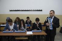 AŞIK VEYSEL - Görme Engelli Öğretmen Müzik İle Hayata Bağlandı