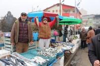 PAŞALı - Halk Pazarında Balık Tezgahlarına İlgi Yoğun