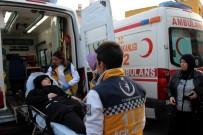 GÖKMEYDAN - Hatay'da Öğrenci Servisiyle Otomobil Çarpıştı Açıklaması 5 Yaralı