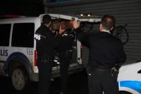 GALATA - İstanbul'da Polisten Kaçan Hırsız Dereye Atlayarak Kaçtı