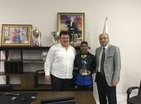 CENGIZ ERGÜN - Manisa BBSK Başkanı Aktan Maraton Sporcusu Bayram'ı Tebrik Etti