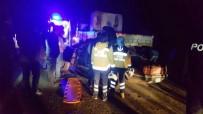 CAMBAZ - Otomobil, Mermer Yüklü Tıra Çarptı Açıklaması 4 Yaralı