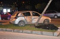 İBRAHİM HAKKI - Refüjdeki Ağaca Çarpan Otomobil Takla Attı Açıklaması 1 Ölü