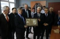 AHMET ÇıNAR - Rektör Vekili Azar, Vali Çınar'a Portre Hediye Etti