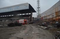 YIKIM ÇALIŞMALARI - Yıkımı Süren Hüseyin Avni Aker Stadı'nda Yangın Çıktı