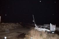 YÜK TRENİ - Yük Treni Hemzemin Geçitte Otomobile Çarptı Açıklaması 2 Yaralı