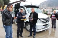 KURAL İHLALİ - Amasya'da Polisler Tebdili Kıyafetle Minibüsleri Denetledi
