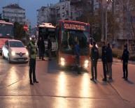 ATATÜRK EĞİTİM VE ARAŞTIRMA HASTANESİ - Freni Boşalan Servis Minibüsü Belediye Otobüsüne Çarparak Durabildi