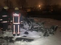 MEHMET KARACA - İstanbul'da Feci Kaza, Lüks Otomobil Alev Alev Yandı Açıklaması 4 Yaralı