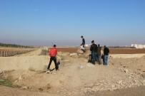 KÖY MEZARLIĞI - Köylüler, Yıllardır Kullandıkları Yolun Açılmasını İstiyor