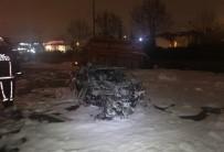 MEHMET KARACA - Lüks Otomobil Kamyonete Çarpıp Yandı Açıklaması 4 Yaralı