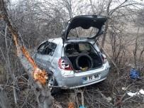 Otomobil Yoldan Çıktı Açıklaması 3 Yaralı