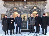VÜCUT YAĞLARI - Azerbaycan STK Temsilcileri Ulu Cami Ve Anıt'ı Ziyaret Etti