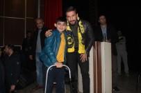 MEHMET YıLDıRıM - Milli Sporcu Adem Kılıççı Ağrı'da Vatandaşlarla Bir Araya Geldi
