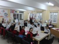 Öğrenciler, Mektup Ve 'Alay Marşı' İle Askerlere Moral Verdi