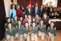 Uçhisarlı Şampiyon Hentbolcular Başkan Karaaslan'ı Ziyaret Etti