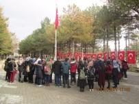 ÇUKURKUYU - Üniversite Öğrencileri Şehit Ömer Halisdemir'in Kabrini Ziyaret Etti