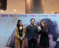 BUĞRA GÜLSOY - 'Acı Tatlı Ekşi' Oyuncuları, İzmir'de Sinemaseverlerle Buluştu