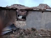 MAHMUT YıLDıRıM - Akçadağ'da 4 Ev Kundaklandı
