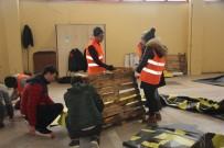 HAYVAN SEVERLER - Gönüllü Üniversite Öğrencileri Sokak Hayvanları İçin Harekete Geçti