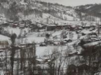 Kepsut'ta Kar Yağışı Etkisini Arttırıyor