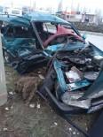 Niğde'de İki Otomobil Çarpıştı Açıklaması 2'Si Ağır 4 Yaralı