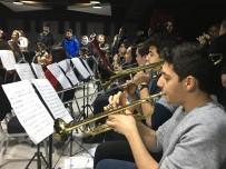 YAVUZ BİNGÖL - Yavuz Bingöl'ün Minik Hayranıyla Düeti Mest Etti
