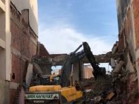 YIKIM ÇALIŞMALARI - Yıkım Esnasında Bitişikteki Bina Zarar Gördü