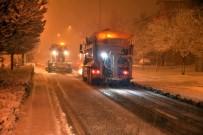 BÜYÜKŞEHİR YASASI - Büyükşehir Kar Ve Buzlanmaya Karşı 24 Saat Görev Başında
