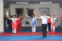 JİMNASTİK SALONU - İç Savaştan Kaçtıkları Türkiye'de Wushu Taoli Sporunu Öğretiyorlar
