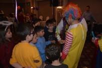 YILBAŞI PARTİSİ - Lösemili Çocuklar Yılbaşı Partisinde Eğlendi